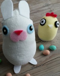 Easter Craft for Kids: Super Cute Sock Bunnies and Chicks
