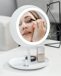 This Smart Mirror Provides the Perfect Light for Makeup Application