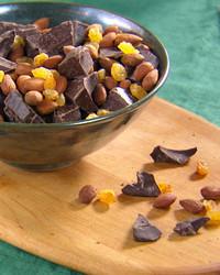 mh_1104_choc_raisins_nuts.jpg