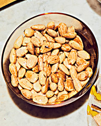 saffron-almonds_102801741.jpg