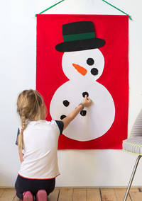 """Play This DIY """"Build a Snowman"""" Game with the Kids"""