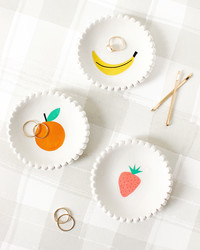 These Easy-to-Make Clay Dishes Come With Stick-On Art