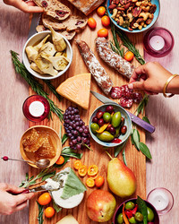 Here's How to Assemble the Cheese Platter of Your Dreams