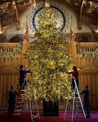 See How the Queen Decorates Her Christmas Tree at Windsor Castle