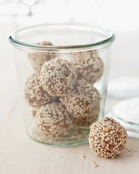 dried-fruit-nut-bites-mbd108052.jpg