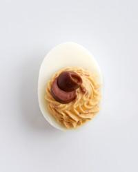 olive-deviled-eggs-1120-d111028.jpg