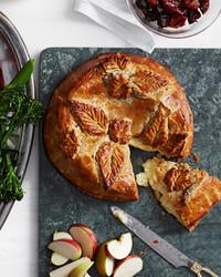 baked-brie-boozy-fruit-102797947.jpg