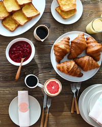How to Create a Beautiful Family-Friendly Brunch