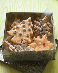 med102552_1206_cinn_sugar_cookie.jpg
