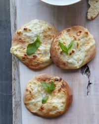 mini-ricotta-pizzas-d107387-0615.jpg