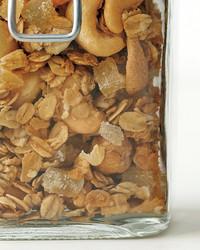 med106601_0411_miy_cashew_granola.jpg