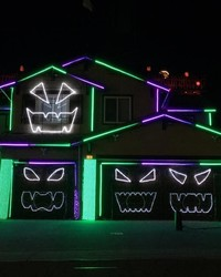 """We Can't Stop Watching This """"Rocky Horror"""" Halloween Light Show"""