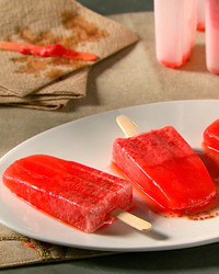 strawberry-lemonade-pops-mhlb2044.jpg