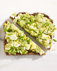 mashed avocado egg toast