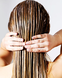"""What's a """"No Shampoo"""" Routine? Everything You Need to Know About the Latest Hair Trend"""