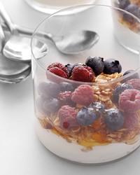 yogurt-parfait-0511med106942emd01b.jpg