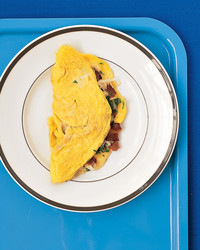 bacon-cheddar-omelet-0404-mea100668.jpg