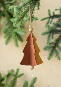 3 Easy Steps to Make This Teeny-Tiny Christmas Tree Ornament