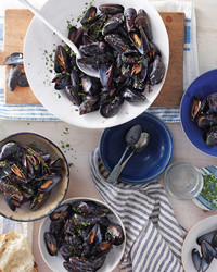 mussels-red-wine-garlic-2-mbd108286.jpg