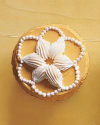Piped Shells and Pearls Cupcakes