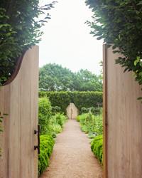 Daisy Helman's Hidden Garden Might Just Be One of The Prettiest We've Seen