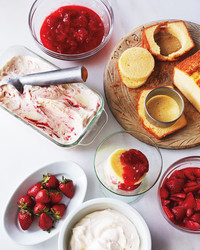 pound cake strawberry sauce