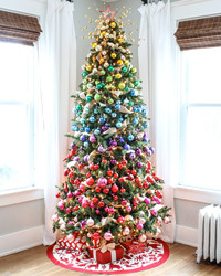 "7 Rainbow Christmas Trees That Made us Say ""Wow!"""