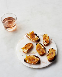 broiled-persimmon-toasts-063-bg-6137662.jpg