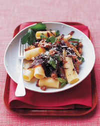 rigatoni-sausage-parsley-0505-mea101307.jpg
