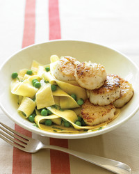 pappardelle-scallops-peas-1007-med103160.jpg