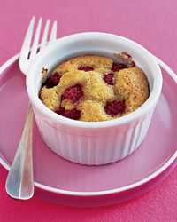 pistachio-raspberry-cakes-0305-mea101198.jpg