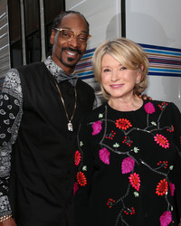 "These Behind-the-Scenes Snaps from ""Martha and Snoop's Potluck Dinner Party"" Are EVERYTHING"
