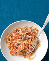 spaghetti-tomato-anchovy-sauce-med108164.jpg