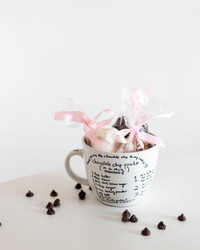 This DIY Cookie Mug Makes the Sweetest Valentine's Day Gift