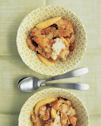 apple-raisin-bread-pudding-1204-mea101070.jpg