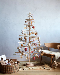 This Scandinavian Christmas Tree Celebrates Old-World Traditions