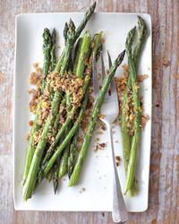 asparagus-breadcrumbs-lemon-zest-mbd107534.jpg