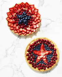 fourth-of-july-fruit-star-tart-320-d112984.jpg