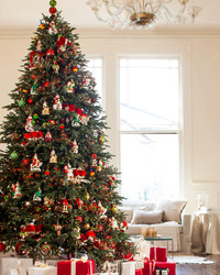 How to Take Down Your Christmas Tree Without Making a Mess