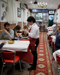 Spain's Robin Hood Restaurant -- Where Those In Need Can Eat For Free