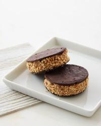 double-chocolate-sandwich-cookies-210-d112925.jpg