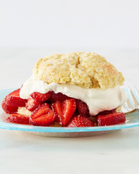 featured-recipe-strawberry-shortcake-100-vert-d113085.jpg