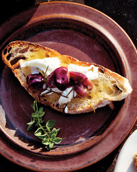 antipasto-table-binghamton-65-md109403-grape-crostini-recipe.jpg