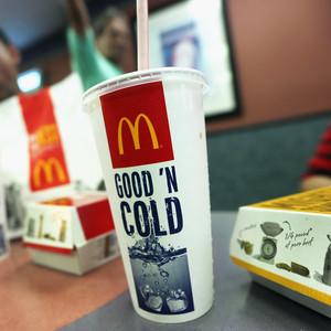 为什么麦当劳要丢弃塑料吸管?