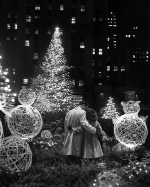 25 Magical Photos of the Rockefeller Center Christmas Tree Throughout History
