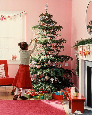 DIY Christmas Tree: How to Make the Ornaments, the Garlands, and ...