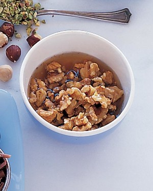 ml907u4_0799_wet_walnuts.jpg