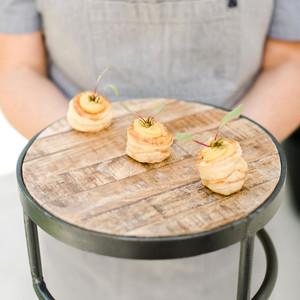 香煎棕榈心配培根酱,大蒜,和火心