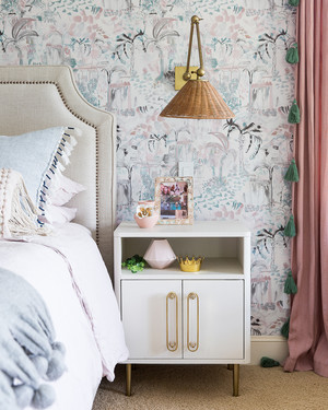 """A Tween Bedroom in Austin, Texas, Gets a """"Not-Too-Girly"""" Makeover"""