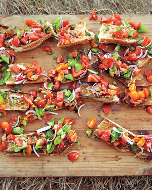 Easy Summer Lunch Ideas Crowd feeders easy recipes to serve the summer hordes martha stewart 16 easy summer recipes starring tomatoes and bread sisterspd